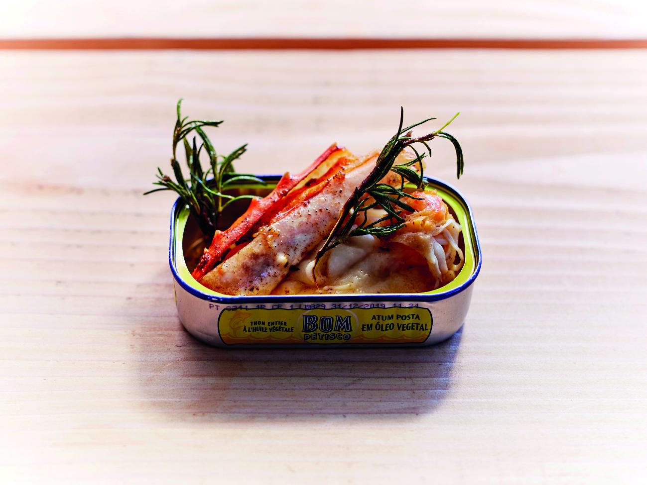 Pinces-de-Crabes-de-la-Mer-de-Barents-rôties-au-Beurre-de-Romarin-et-servies-avec-ses-Sucs-Mousseline-de-Céleri