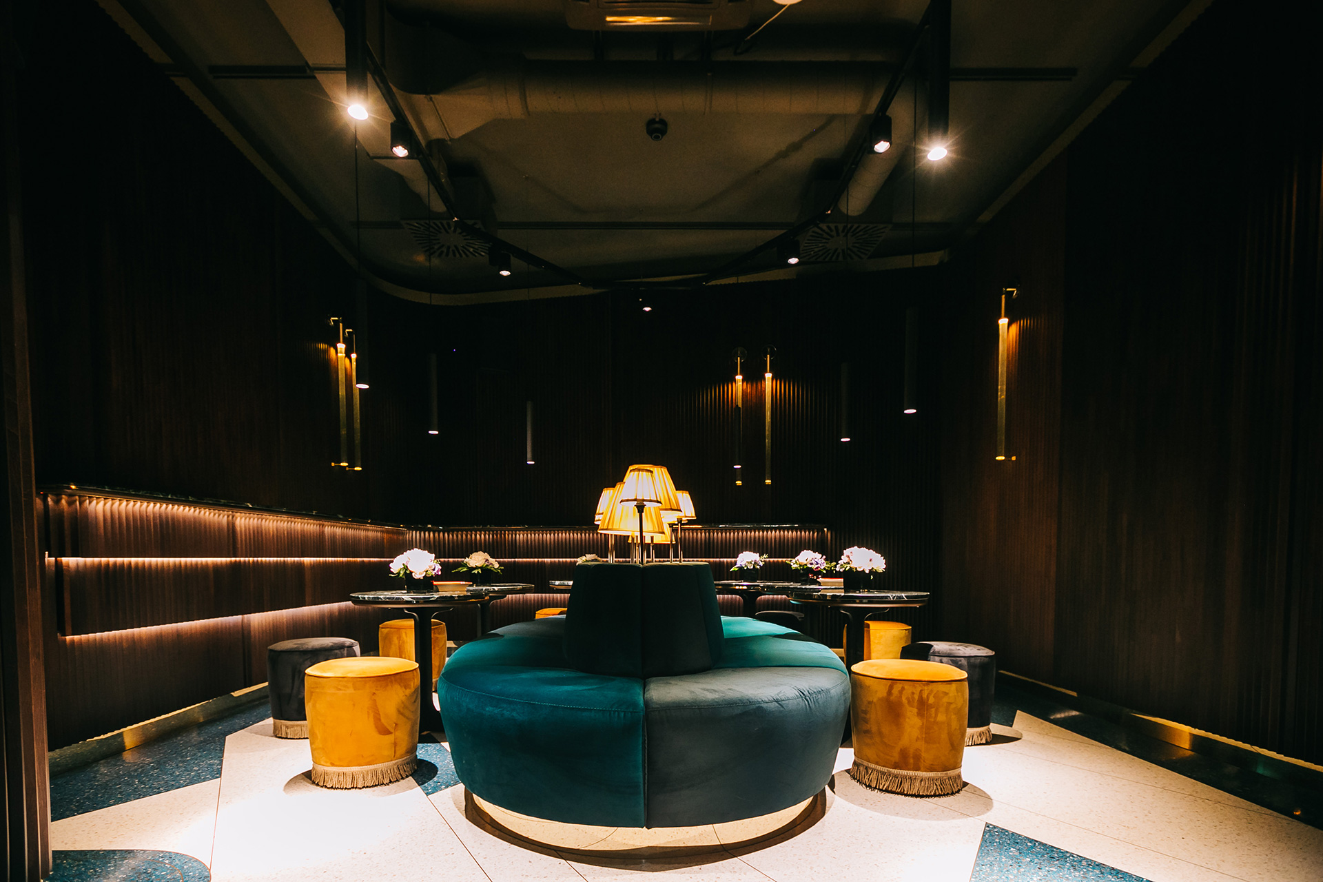 fine-dining-restaurant-interior-tables-seats-taborets
