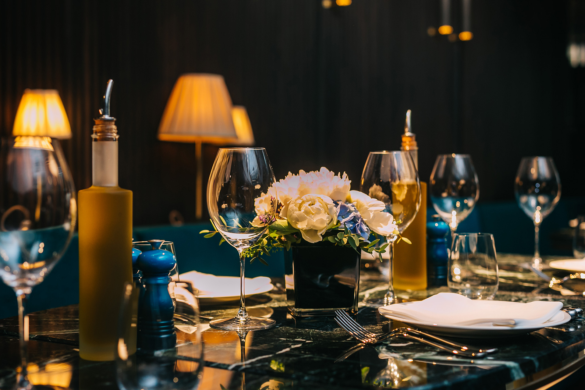 served-table-with-wine-glasses-plates