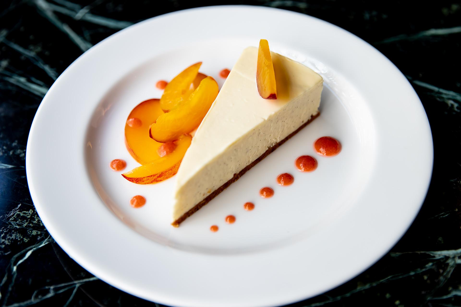vanilla-cheesecake-with-peach