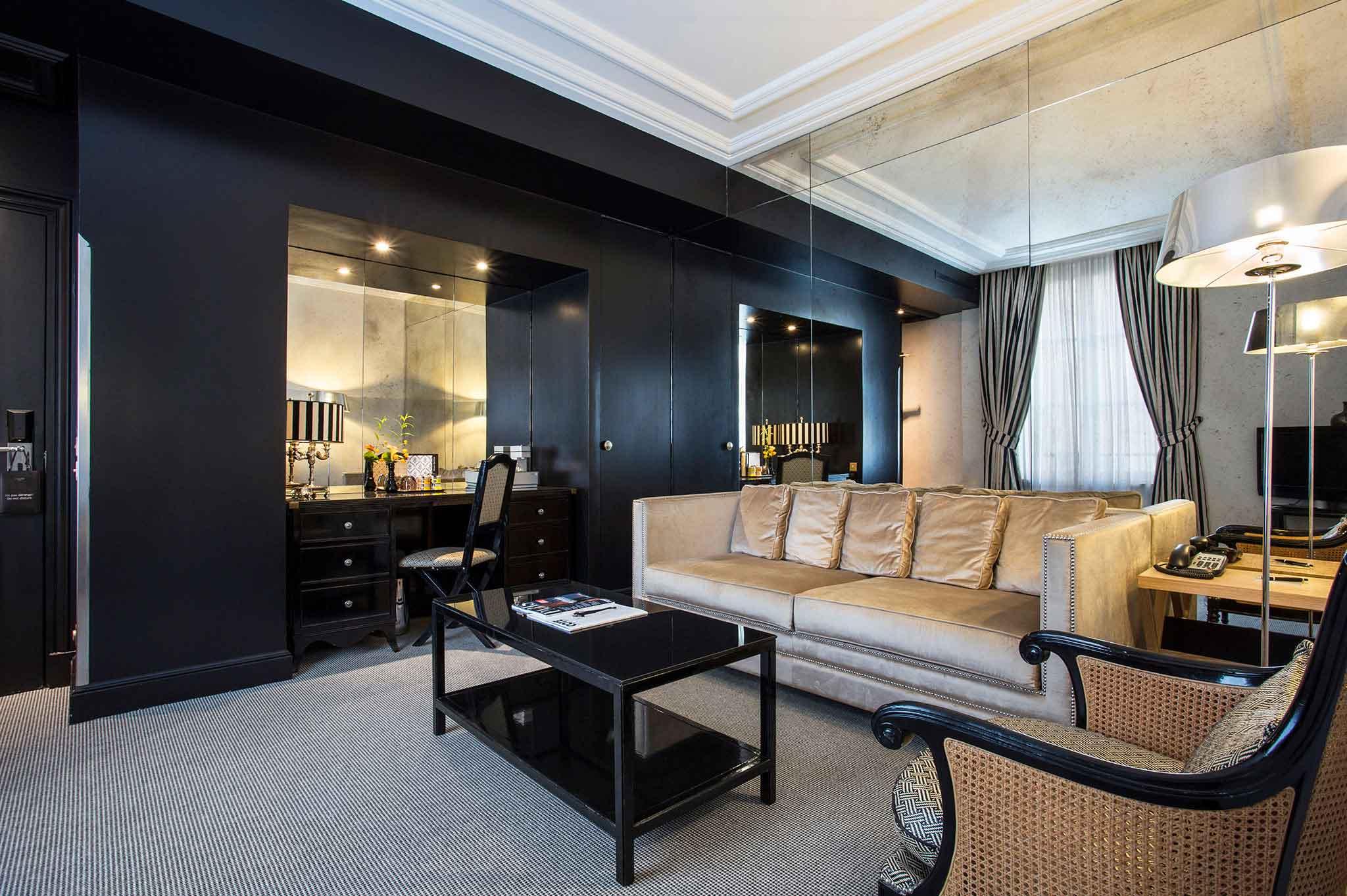 Boutique-hotel-in-central-Paris-Castille-Coco-Suite-Living-room